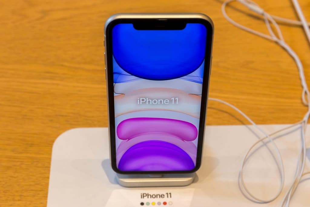 Apple agrees that iPhone 11 is sharing location data, explains why 47