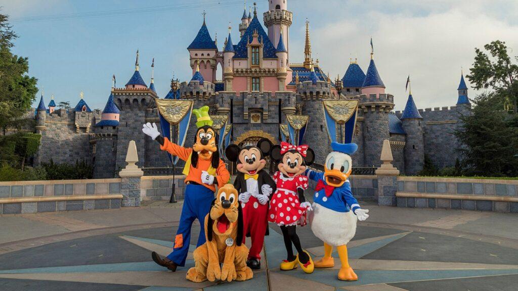 Disneyland delays reopening